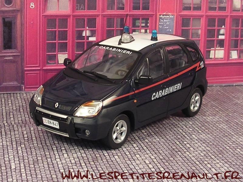 les petites renault renault scenic rx4 carabinieri 2003. Black Bedroom Furniture Sets. Home Design Ideas